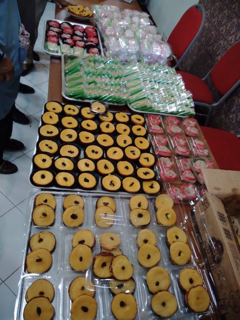 pelatihan membuat makanan tradisional untuk warga miskin kelurahan gowongan