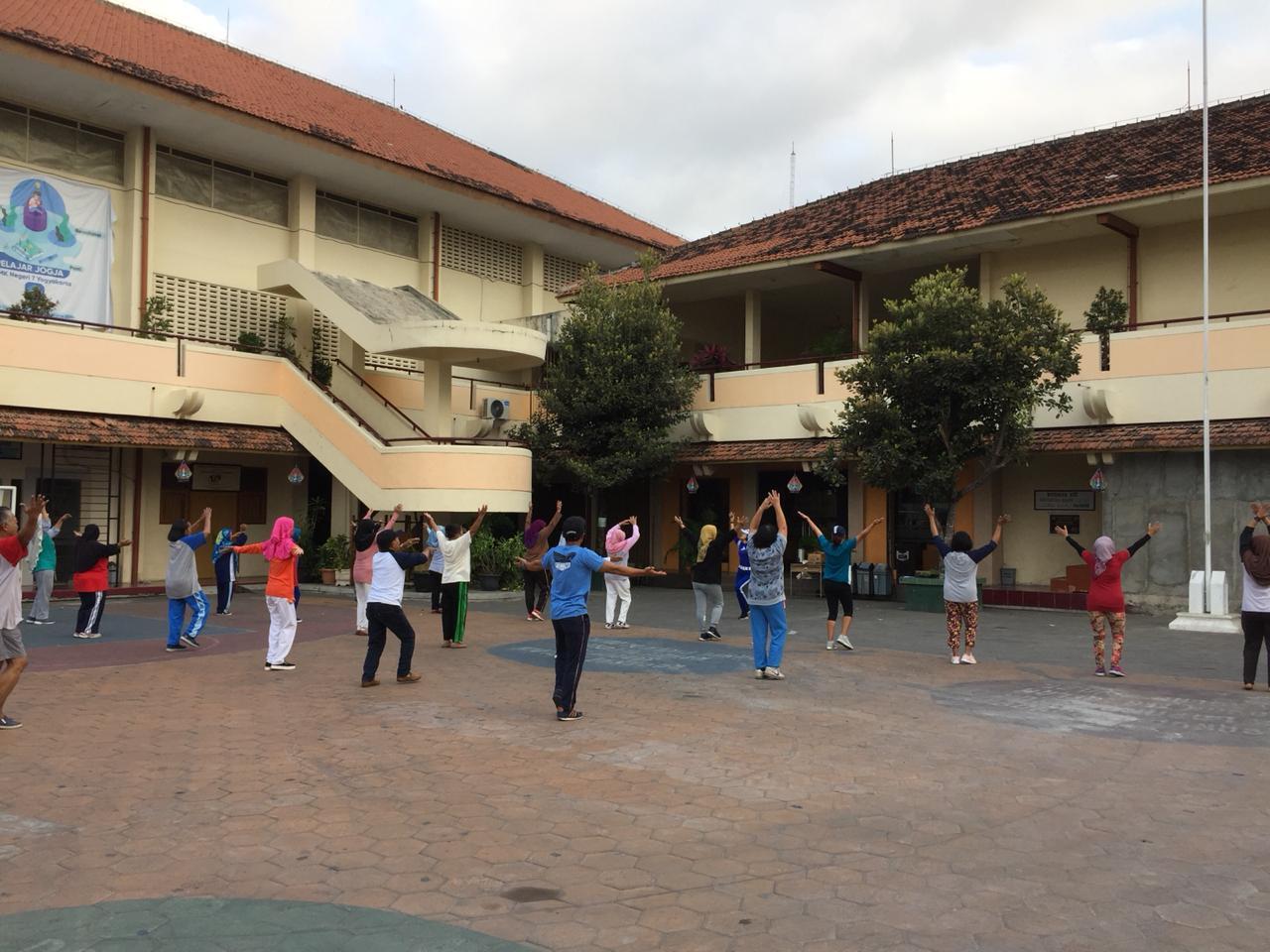 Senam Paguyuban Kampung Gowongan di SMK 7